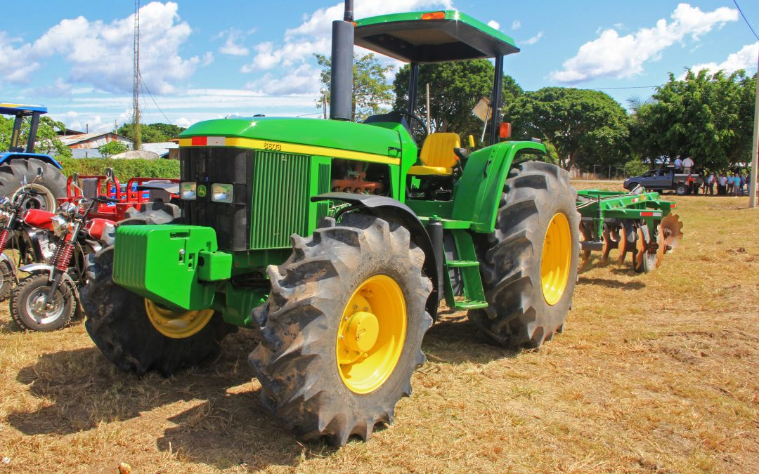 San Martín: MINAGRI entrega tractores y otros bienes a organizaciones de maíz amarillo duro